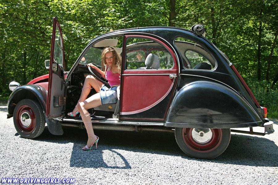 Citroen 2CV Ente Duck and VW Beetle Bug Cranking video